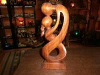 Stauta bacio+braccia al collo legno
